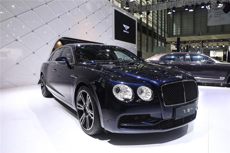 在宾利汽车展台上,作为宾利有史以来最奢华之作——旗舰车型慕尚长